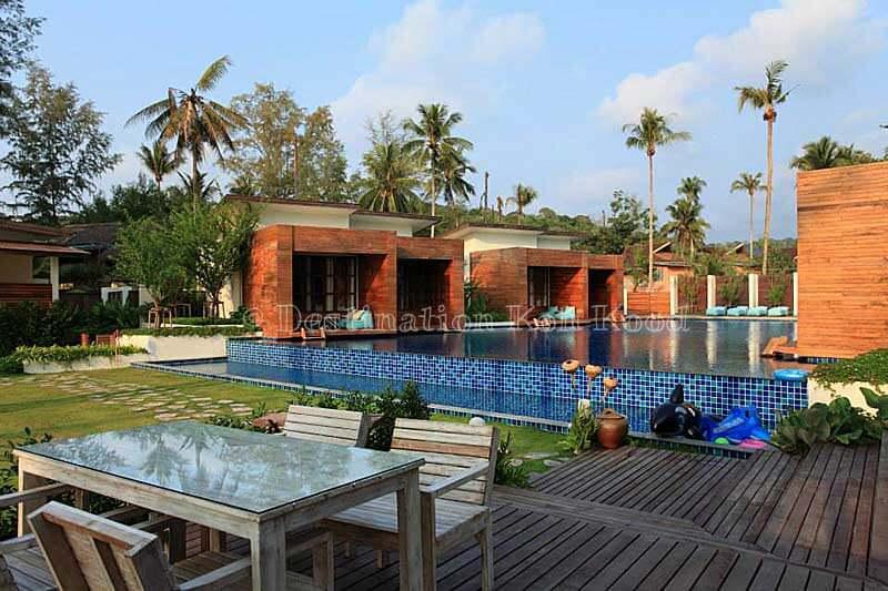 01_wendy-the-pool-resort
