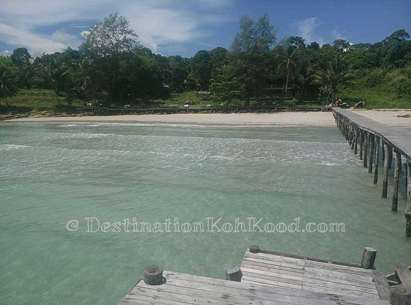 Beachfront Area (low tide) - Koh Kood Resort