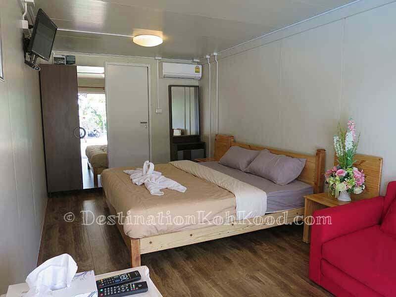 AC, TV, Wardrobe, Sofa, Fridge and bathroom with Hot Shower - A-Na-Lay Laem Sok