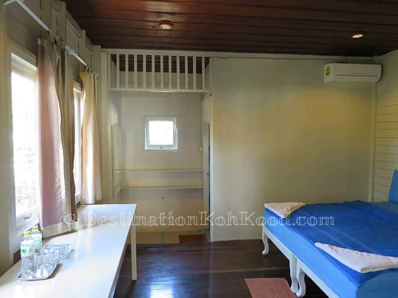 Sea View Room #1 - Montana Hut