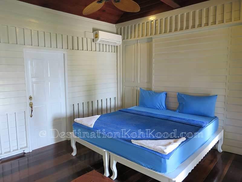 Sea View Room #2 - Montana Hut