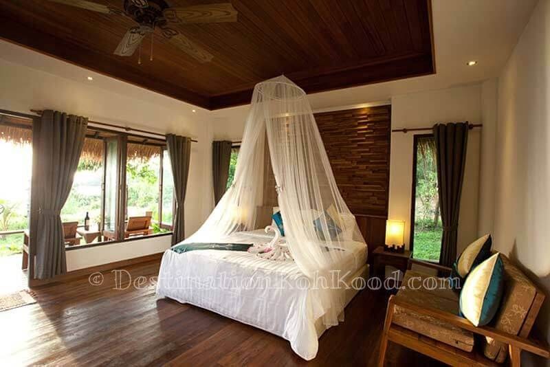 Deluxe Partial Seaview Bungalow - The Beach Natural Resort